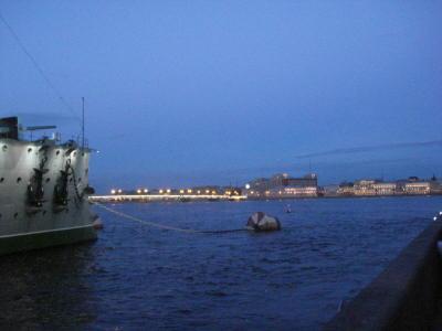 От крейсера Аврора через Неву здание Литейный 4, известное, как БОЛЬШОЙ ДОМ