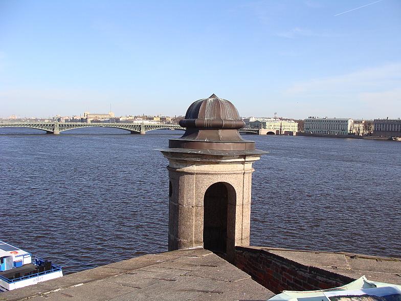 На равелине Петропавловской крепости. Нева.