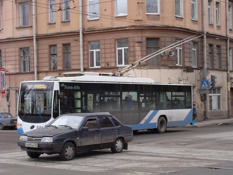 Петроградская. Большая Пушкарская ул. Троллейбус на маршруте.