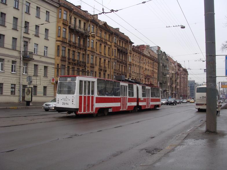 Петроградская. Трамвай  маршрута 40 на пр.Добролюбова.