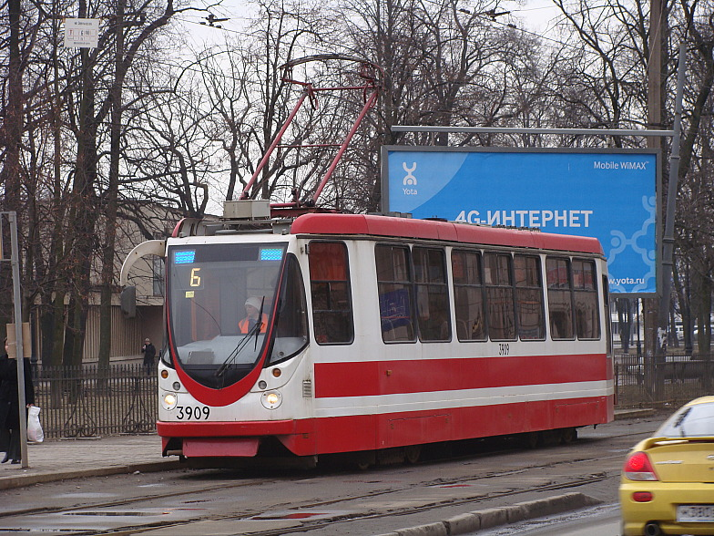 Петроградская. Трамвай  маршрута 6 на Кронверкском(Максима Горького) пр.