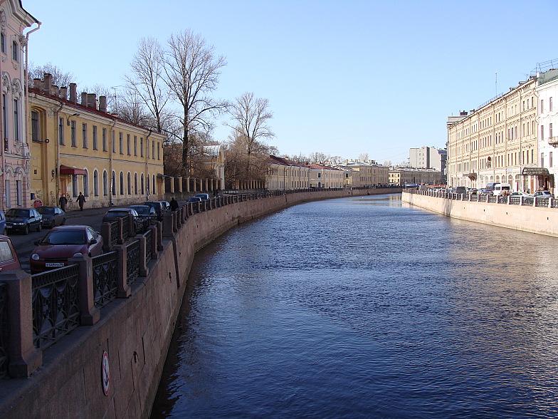 Река Мойка. Снято с Зелёного моста.