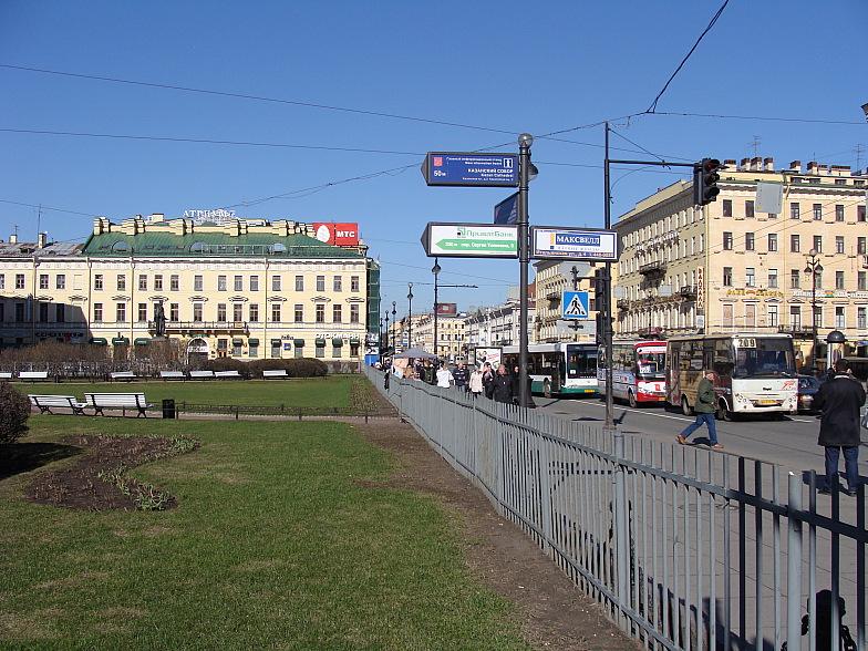 Невский проспект в районе Казанского собора.