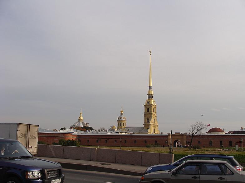Через Кронверский пролив Петропавловская крепость.