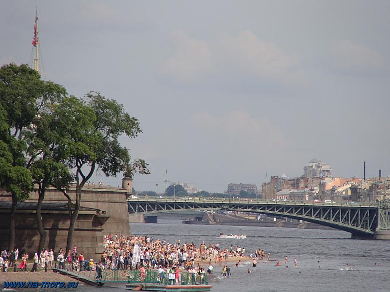 Пляж на Петропавловской крепости.