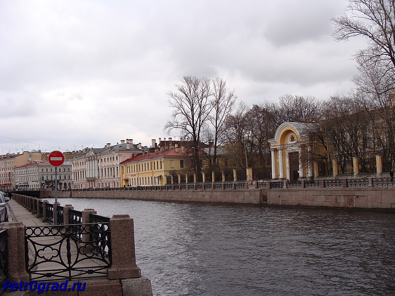 Река Мойка. На заднем плане Невский проспект.