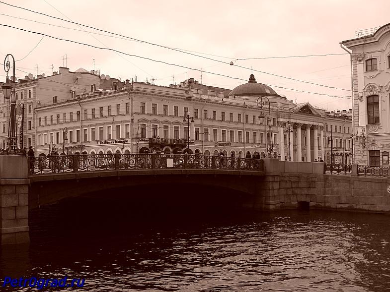 Питер. Зелёный мост через реку Мойку.