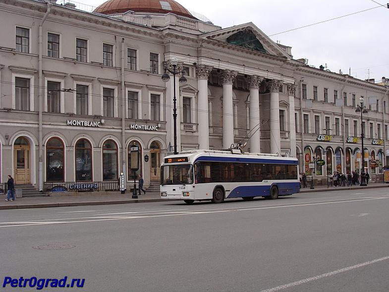 Троллейбус на Невском пр. около д.20