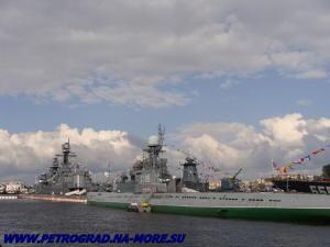 С-189 в одном строю с боевыми кораблями на Неве