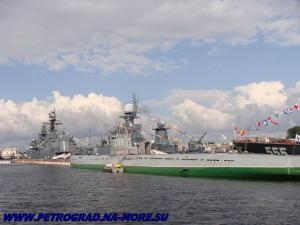 Музейная ПЛ С-189 с боевыми кораблями