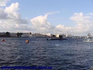 Подводная лодка САНКТ-ПЕТЕРБУРГ на Неве